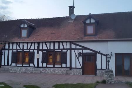 maison pour 4 pers 3mn de aeroport - Beauvais - Casa