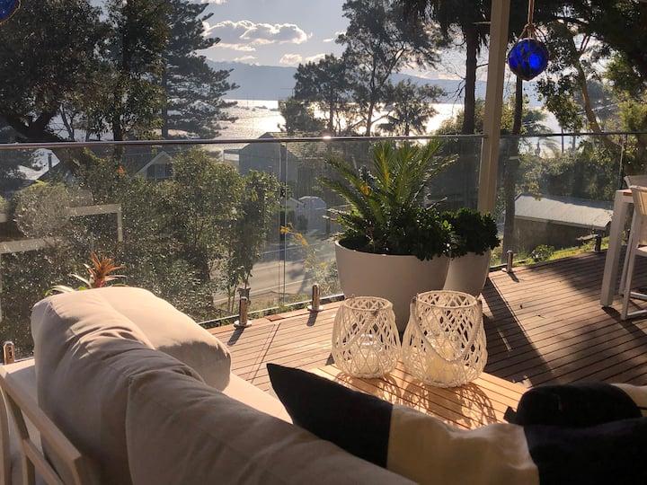 Stunning Palm Beach retreat, views over Pittwater