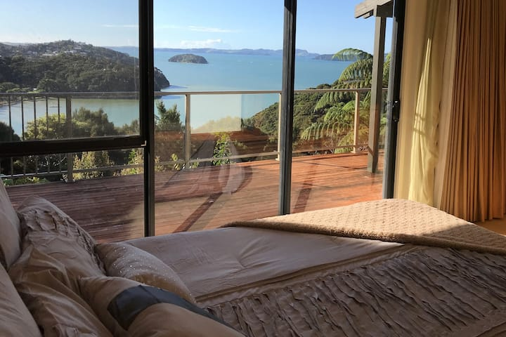 Private Bay of Islands Home With A View