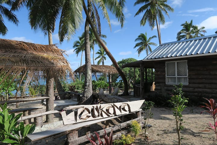 Teukava Beach Oasis: King Studio Fale
