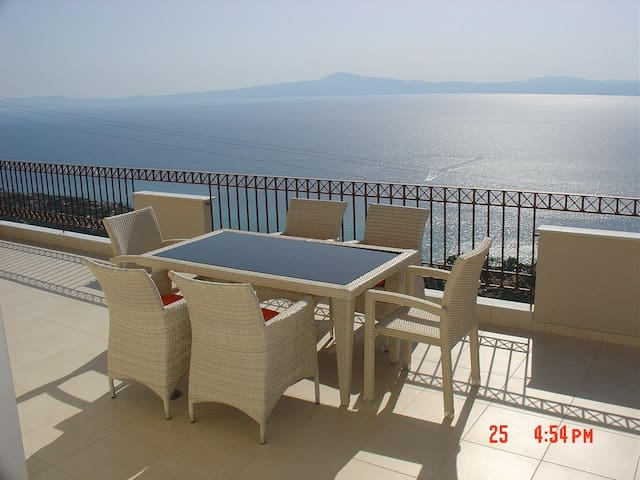 Amazing Views 2-bed Apartment