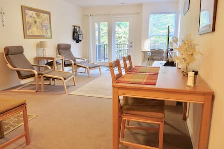 Quiet Apartment Next to Greenspace - Beaverton - Casa adossada