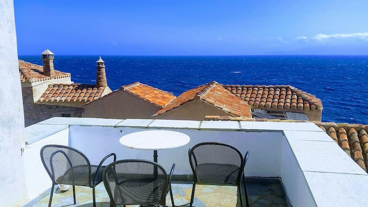 Goulas guesthouse duplex with balcony and sea view