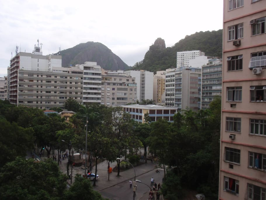 View from apartment : Metro station / Estação do metrô vista do apartamento