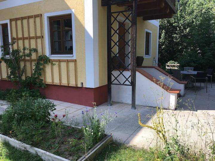 Traunkirchen flat, near the lake, sauna & parking