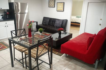 Cozy 1BD apt steps away from metro with parking