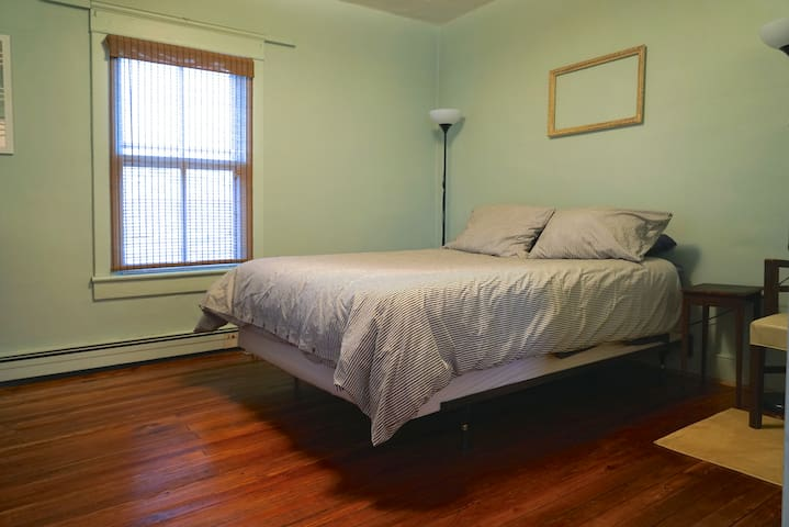 3 Queen Bed Private Apt. Close to UVA & DT - Charlottesville - Byt