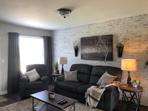 Watford City Townhouse close to town and airport.