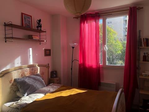 Jolie Chambre dans une Maison avec un Jardin