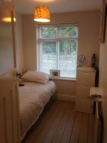 Park view single room in great location