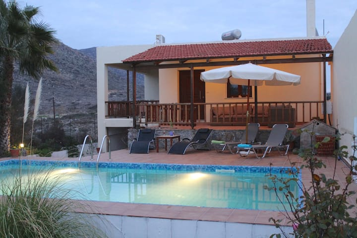 Chania Felia villa/ private pool / beachfront