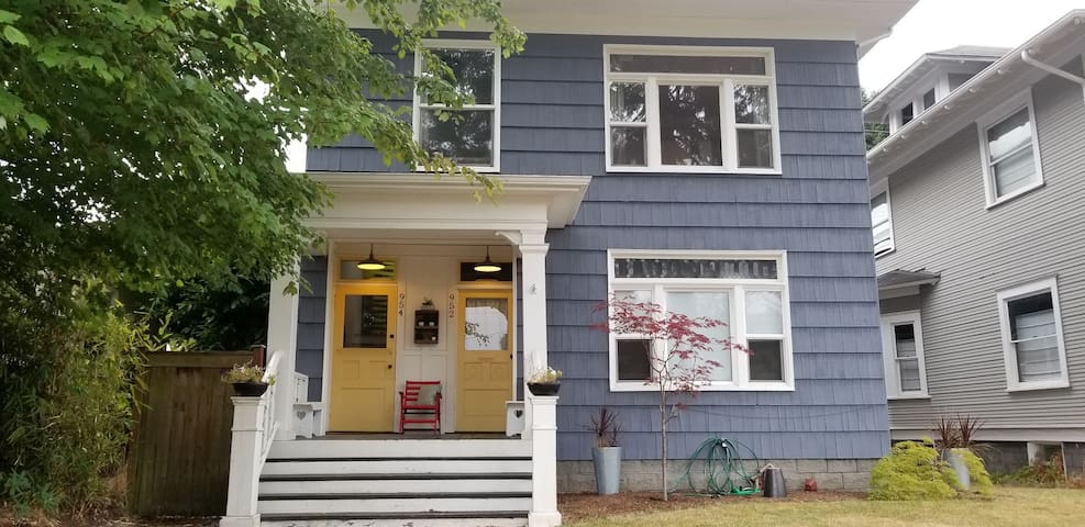 Centrally Located Craftsman Charmer
