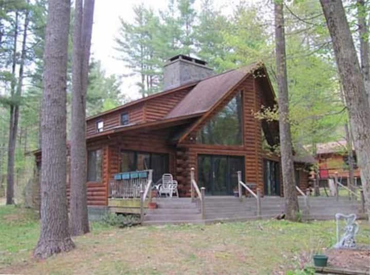 Log Home(2500sf)/ heated pool sleeps 8