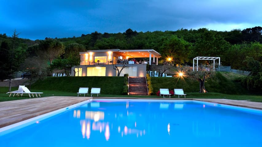 Baiano By The Pool CICLAMINO 5 kms to Spoleto