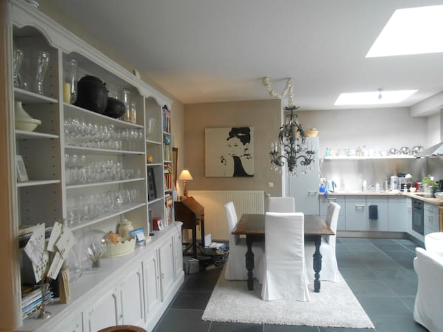 Lovely quiet room close to centre ! - Antwerpen - Wohnung