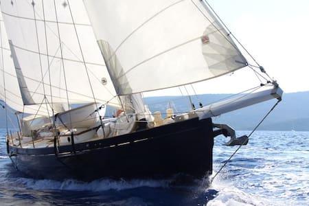 Dragut: una barca romantica a Siracusa/Boat&b - Syrakus