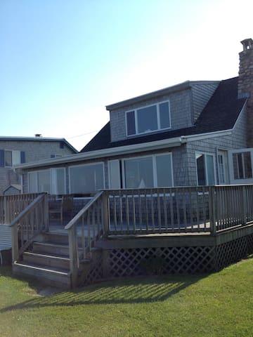 Beautiful Watefront Cottage