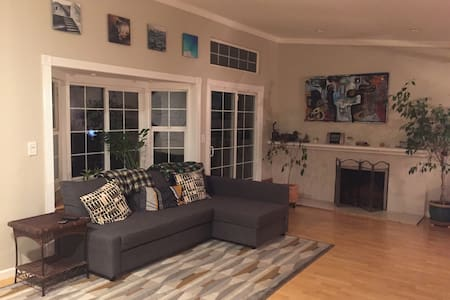 Ultimate convenience, cozy home. Welcome friends! - 海沃德(Hayward)
