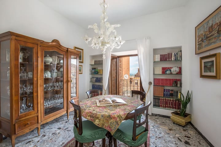 dining room on Piazza del Campo