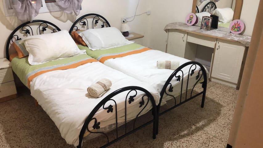 Beautiful Room for 2 in German Col(hablo español)
