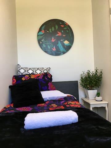 Ruby mini room @ Lake Wanaka (Room only)