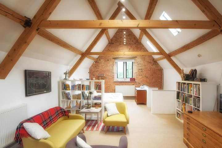 The Coach House Loft - Cotswold bolthole