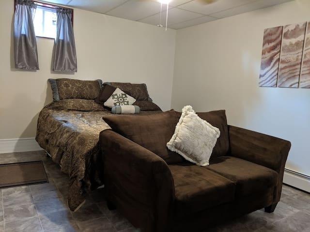 Bedroom 1:   Master bedroom with kingsize bed  * Love seat * Tile floor - reduces allegies * Ceiling fan * Adjustable wall mounted floor board heater