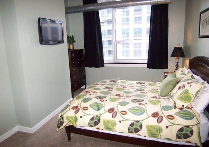 Morro Bay guest room.