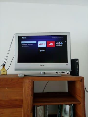 Tenemos servicio de Netflix y YouTube, el WiFi es de alta velocidad.