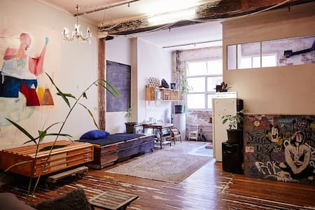 Bright central Chippendale warehouse apartment - Chippendale(齐本德尔) - 公寓