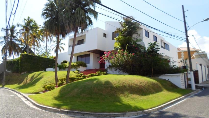 Private room at upper scale location - Santo Domingo - Rumah