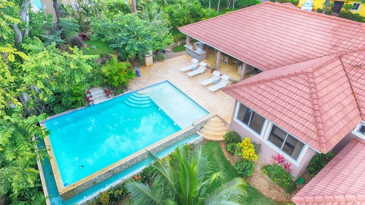 3 bedroom VILLA w/ pool and outdoor bar + BBQ