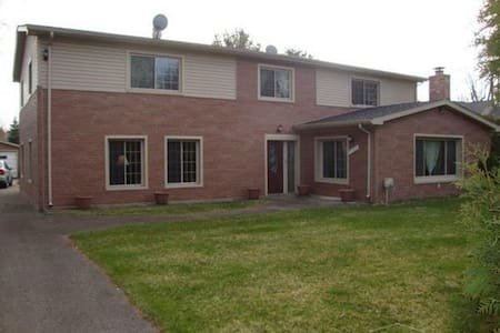 LARGE HOME by MetroBeach,  RENT A ROOM / FULL HOME - Harrison charter Township - Talo