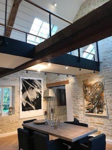 Maison versus loft dans un parc arboré classé