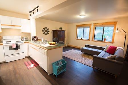 Bright One Bedroom suite - Pemberton