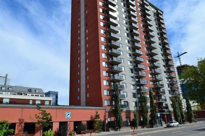 Downtown Condo next to Rogers Place