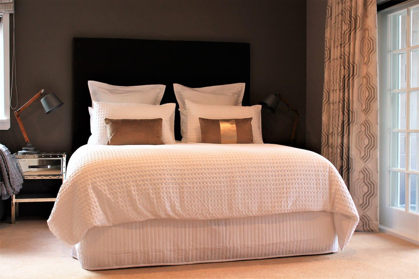 Boutique hotel-style bed and breakfast mini-suite.  Super comfortable bed. Delicious breakfast. Relax in the country.