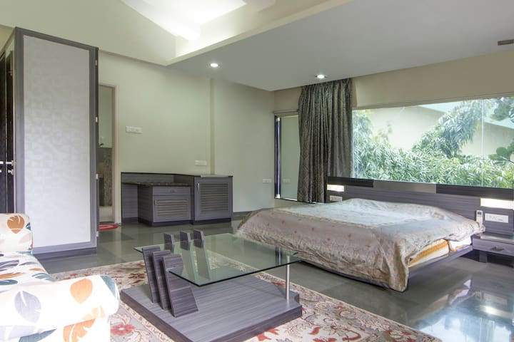 Sophisticated Stay in Koregaon Park