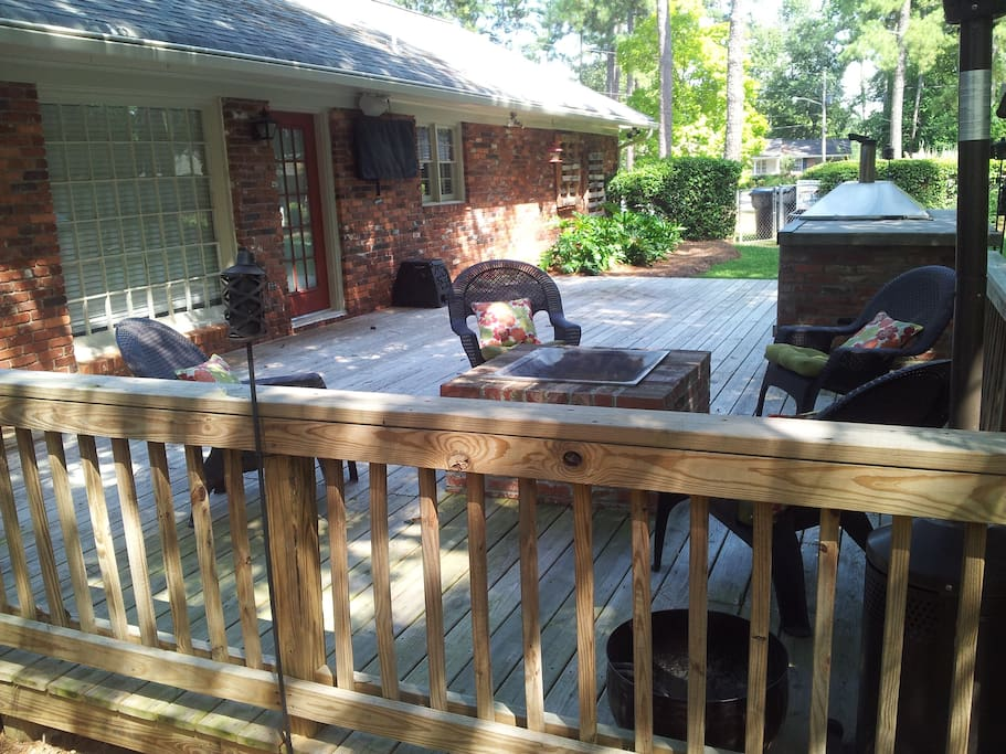 Deck with fire pit. 4 seats around the fire pit plus 4 deck chairs.