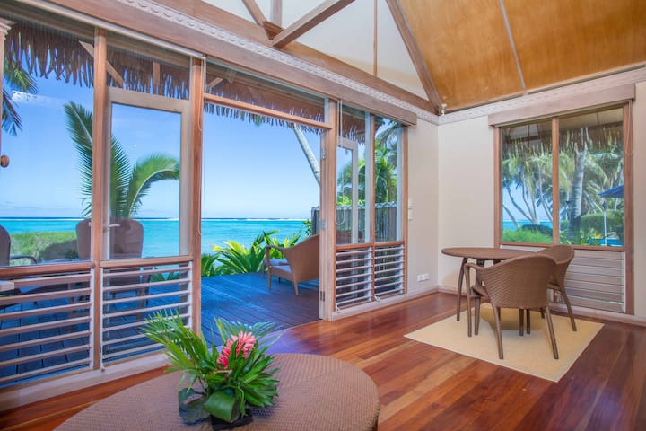 5 Star Beachfront Bungalow - Little Polynesian