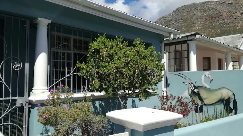 Spacious home close to beach in Muizenberg Village
