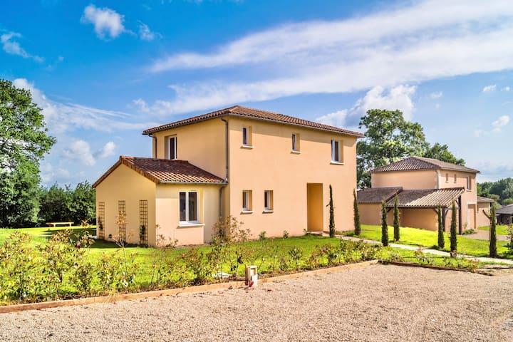 Villa Vergnees, A spacious and Modern Home