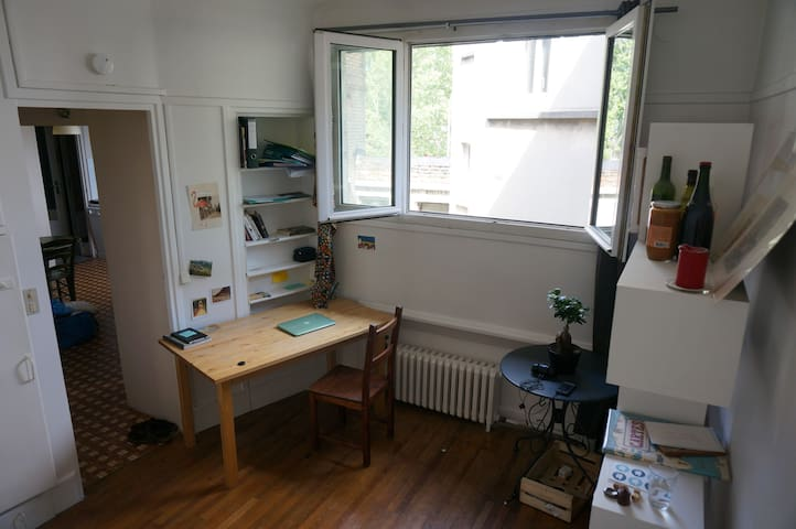 Room in charming area 15 from the center of Paris - Les Lilas - Apartamento