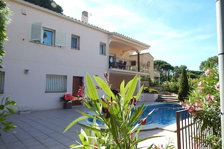 Chalet with private Pool only 600 m from the beach - Sa Riera