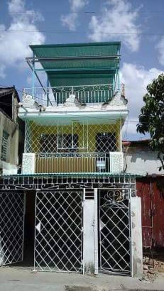 La maison est située au #563 Calle Padre Pico - % Santa Rosa Y Princesa à Santiago de Cuba