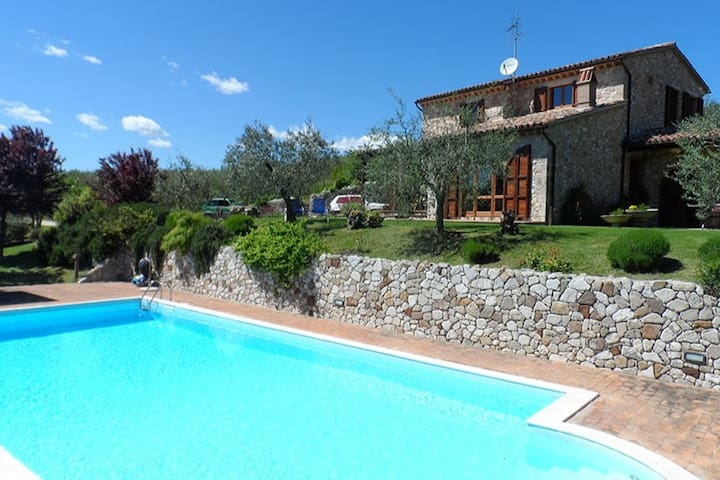 Villa Diana.Lovely house with pool and great view!