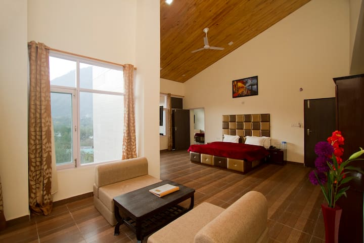Luxury rooms in the heart of Manali