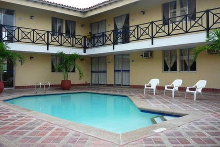 3 Apartaestudio con baño priv,ventilador y piscina