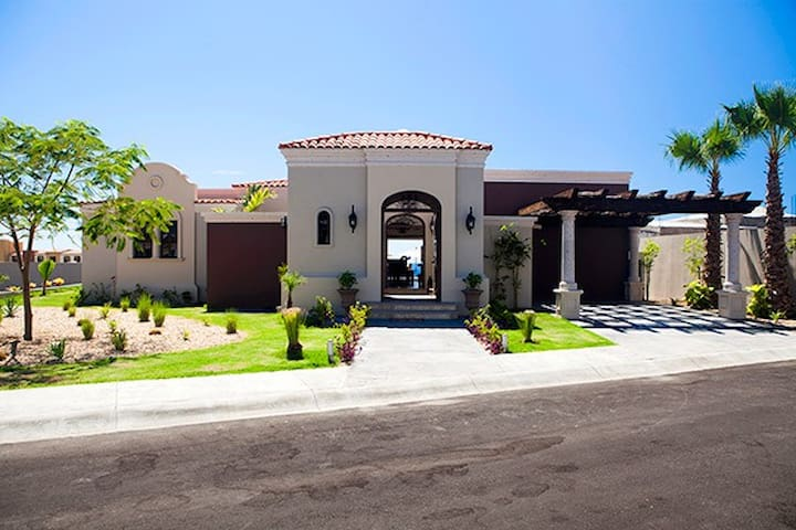 "<div style=""text-align: start;""><span style=""font-size: 16px; white-space: normal;""><b>3 Bedroom, 4 Bath Ocean View Villa Baja California Sur, Mexico&nbsp;</b></span></div>"