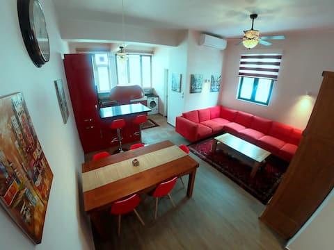 Comfortable & Welcoming 2 Bedroom Apartment